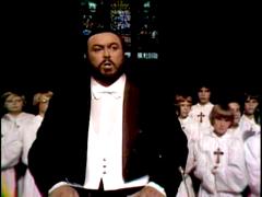 Luciano Pavarotti lors du concert de Noël à l'église Notre-Dame en 1978