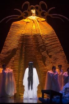 Photo : Yves Renaud L'empereur Altoum face à Turandot, devenue humaine